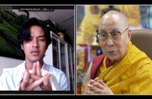 Morgan Oey mempersembahkan mandala kepada Y.M.S. Dalai Lama XIV di Nusantara Dharma Book Festival 3.0
